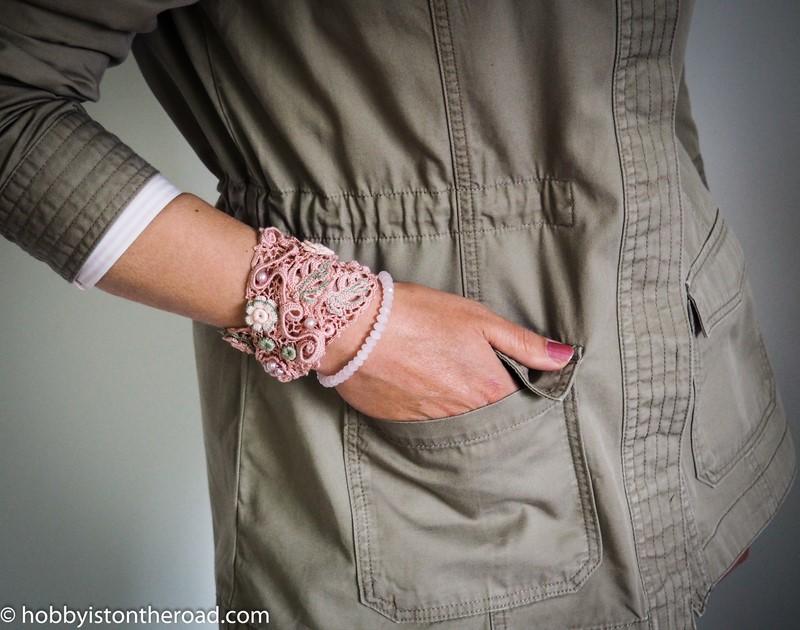 crochet choker collar as a bracelet